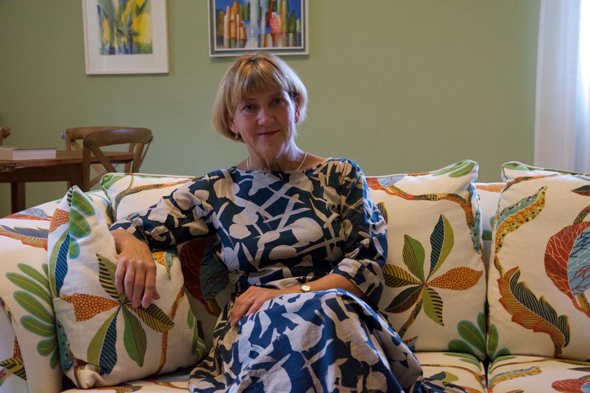 Lena Sommestad – Vad finns i min bokhylla?